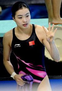 亚运-女子1米板中国包揽金银吴敏霞绝对优势夺冠