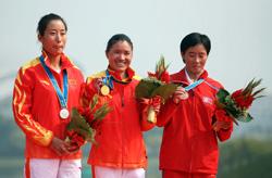 亚运女子马拉松中国首包揽冠亚军周春秀轻松夺冠