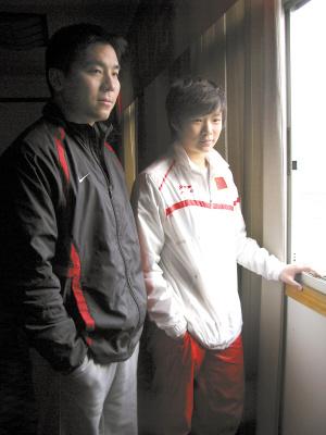 施廷懋(右)与她的教练刘�摹�
