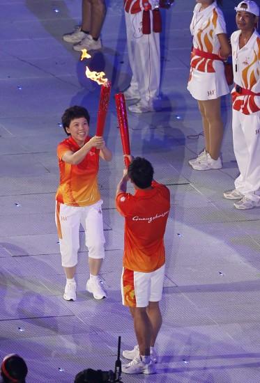 广州亚运会圣火点燃