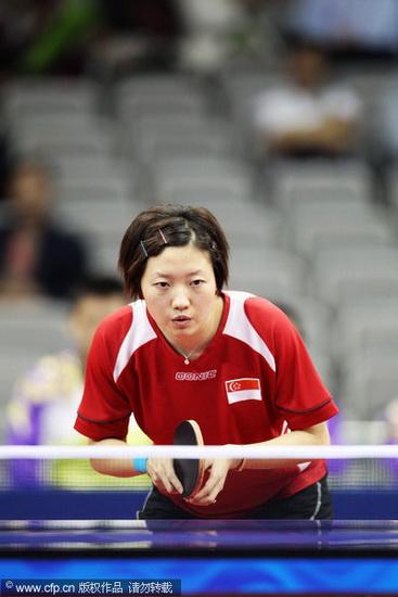 图文-亚运会乒乓球女团中国夺冠 李佳薇接发球