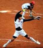 上野由岐子投球
