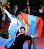 蒙古选手被举起