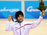 日本选手展示金牌