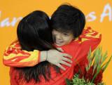 中国姑娘互相祝贺