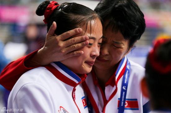 朝鲜选手金云香在女子平衡木项目中摘得金牌