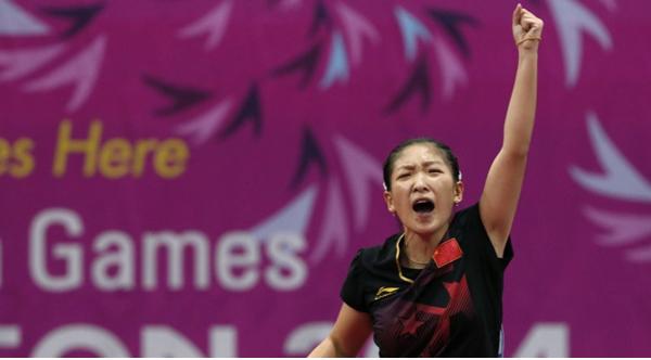 刘诗雯4-0横扫朱雨玲夺女单金牌