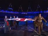 开幕式英老兵护旗