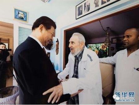 当地时间2014年7月22日,正在古巴访问的习近平在哈瓦那探望了卡斯特罗