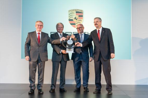 潘德旭(左一)、沃尔夫冈·保时捷(左二)、梅博纳(左三)、柏涵慕(左四)
